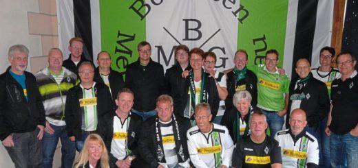 Mitglieder der Borussen Metropole Grönegau zelebrieren zum Saisonauftakt im DFB-Pokal ein Rudelgucken.